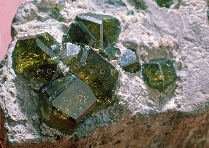 Granato demantoide