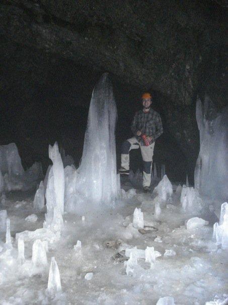 Interno ghiacciato della Grotta dei Pagani