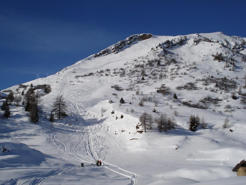 Discesa versante EST del Monte Gardena